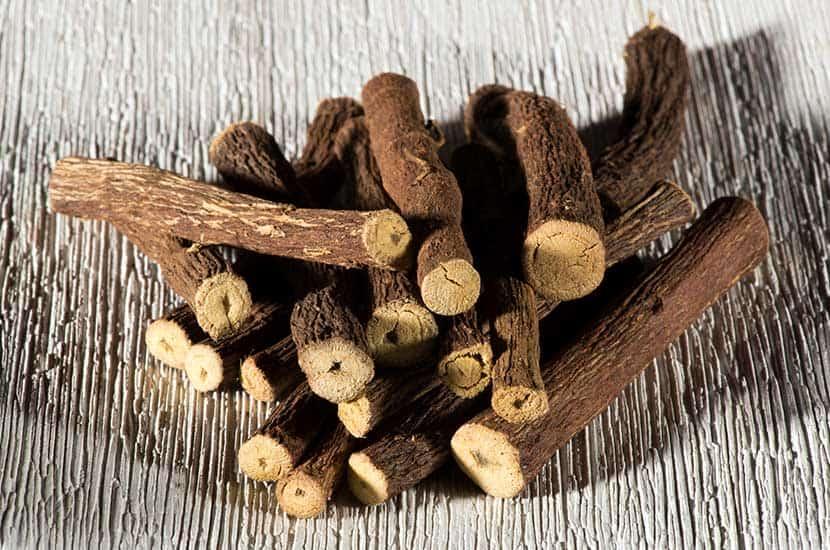 L'extrait de racine de réglisse est utilisé comme aphrodisiaque dans de nombreux pays