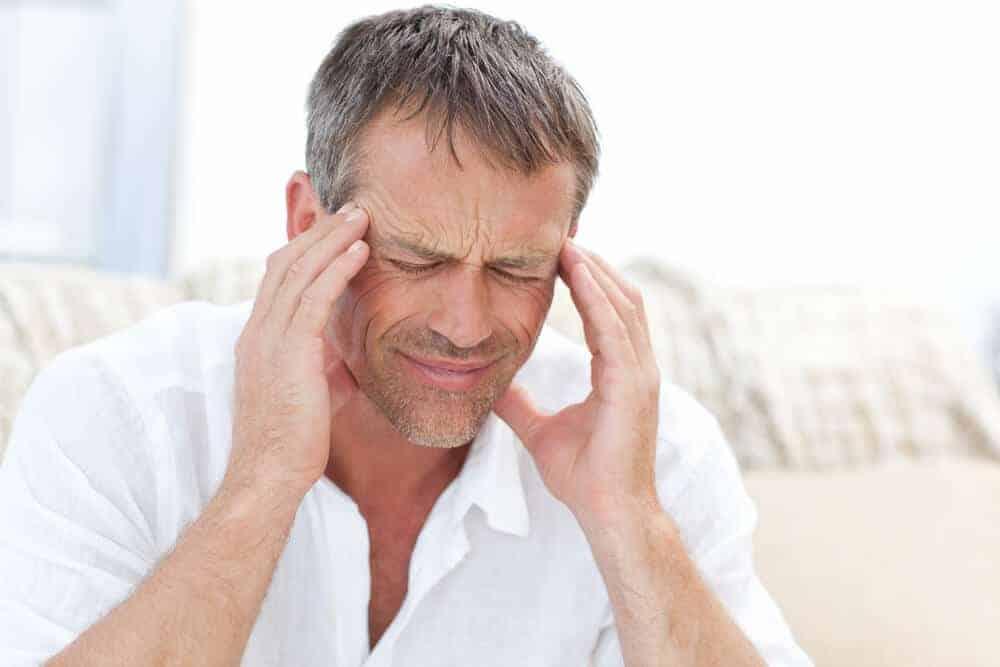 Parmi ses effets secondaires, on peut souligner les maux de tête.