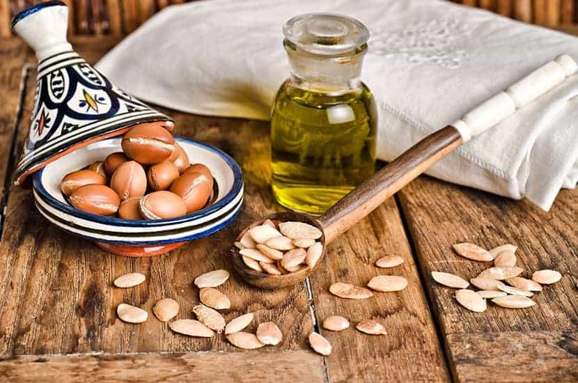 L'huile d'argan est traditionnellement utilisée par voie topique ou orale